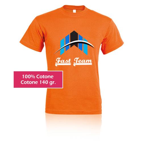 T-shirt personalizzata colorata, stampa fast team su arancio